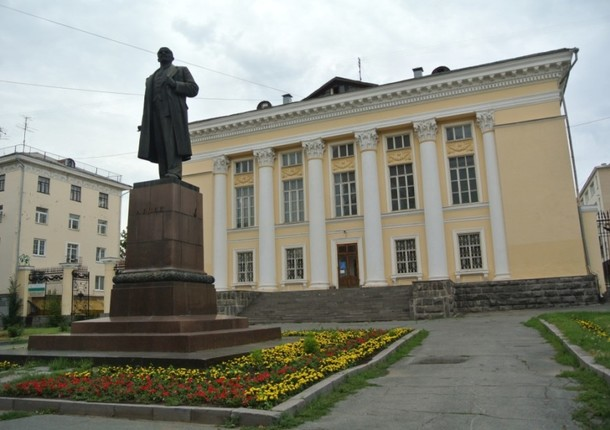 УР попросит денег на реконструкцию библиотеки имени Ленина