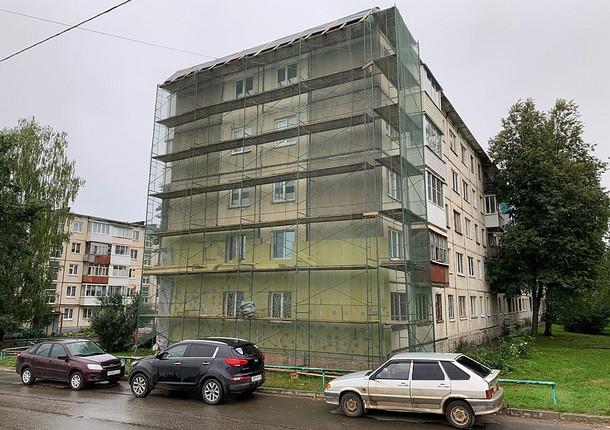 Начался капремонт фасадов многоквартирных домов по улице 9-е Января